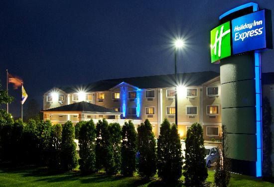 Holiday Inn Express Kendalville: Exterior
