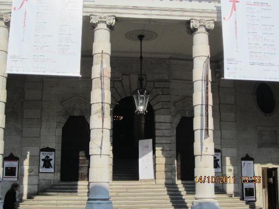 L'ingresso del Teatro Grande