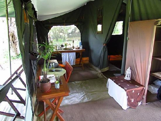 Sala's Camp: Tent 3 has 2 queen beds.  So comfortable for an afternoon nap!