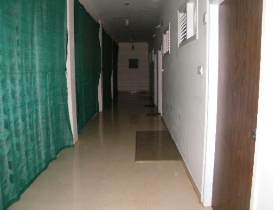Hotel Mayura Kauvery KRS: Corridor