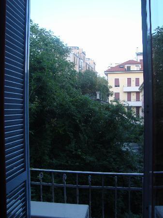 Aspromonte Hotel: Varanda  1º andar - fundos do hotel.