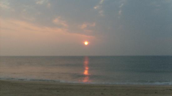 The Atlantic Oceanside Dewey Beach Resort: More of a perfect sunrise.