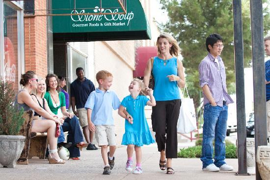 Вичита-Холлз, Техас: From quaint antique stores to historic buildings, you'll find it all in Downtown Wichita Falls!