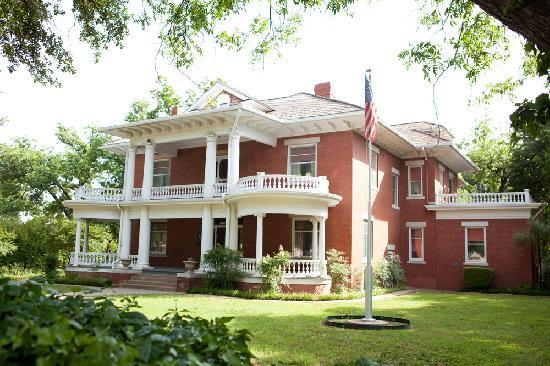 Вичита-Холлз, Техас: Home of Wichita Falls founding family, uncover a piece of history at the Kell House Museum