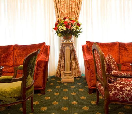 Hotel Admiral: Old English Furniture And Colors Waiting For Guests