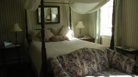 Hillsdale House Inn: Our Room