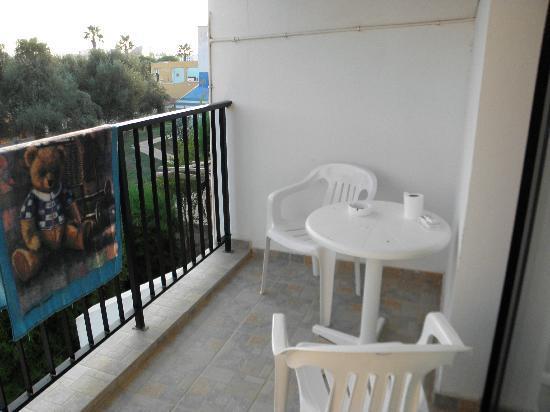 Kkaras Hotel Apts. : Балкон моего номера