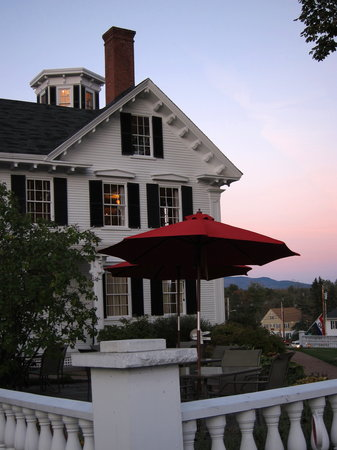 The Coe House: An evening shot of Coe House Restaurant