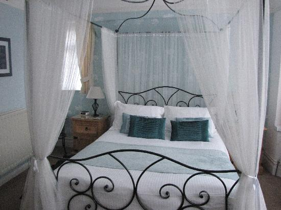 The Marina: Our lovely four poster bedroom