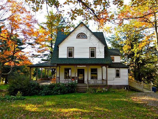 Bellevue Cottage B&B : Bellevue Cottage - so gorgeous in fall