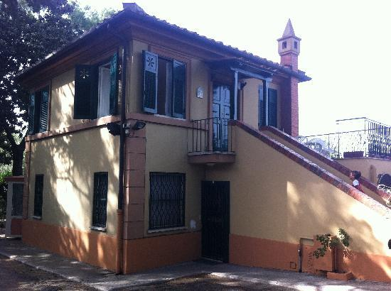 Villa Ancilla Domini: la casetta - the little house