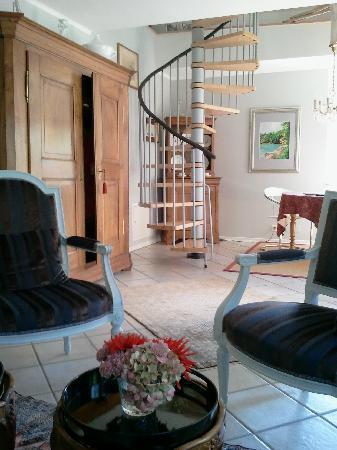 La Dependance: The staircase