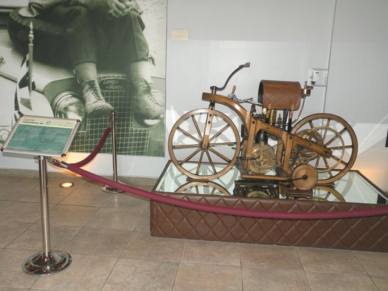 Königliches Automobilmuseum: Royal Automobile Museum