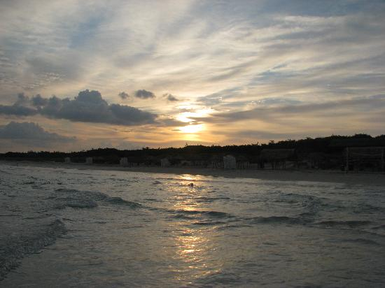 Blau Varadero Hotel Cuba: Sunrise on the beach