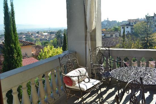 Upstairs balcony picture of valdirose lastra a signa for Balcony upstairs