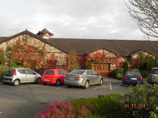 Kilmurry Lodge Hotel: Front view of hotel