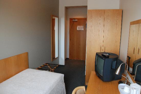 22 Hill Hotel: Room