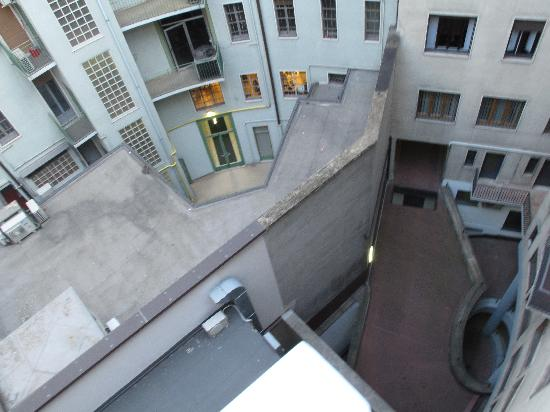Brunelleschi Hotel: The Courtyard