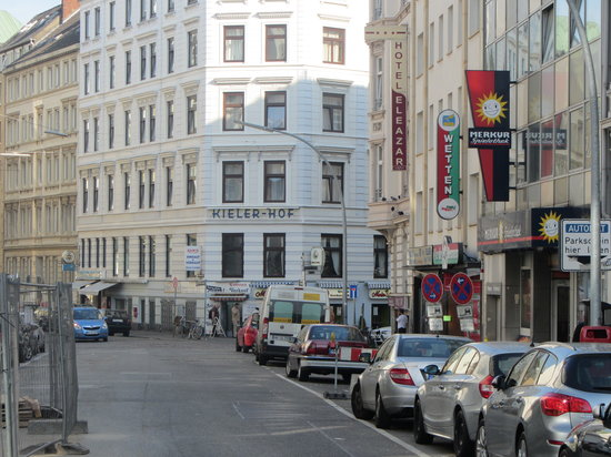 Hotel Kieler Hof : Approaching Kieler Hof Hotel