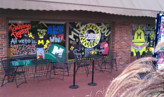 Tellers Gallery & Bar: Tellers front window decorated for MU 2011 Homecoming