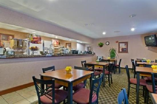 Best Western Executive Inn & Suites: Breakfast Area