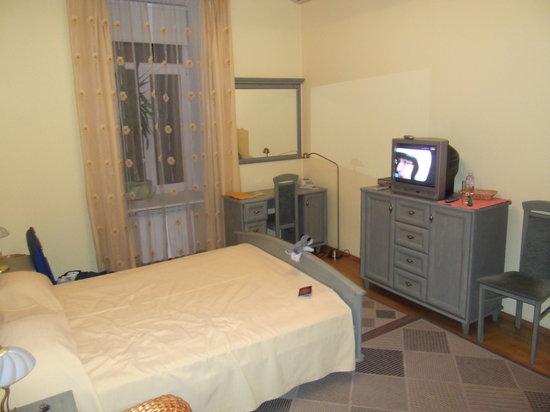 Sunflower B&B Hotel: Room as seen from the door