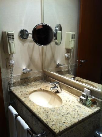 Slaviero Executive Sao Paulo Jardins: pia do banheiro