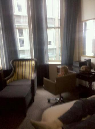 Renaissance Pittsburgh Hotel: Awesome chair and desk!