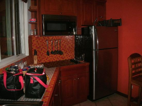Fenix Hotel - On The Beach: Kitchen in the Deluxe Room