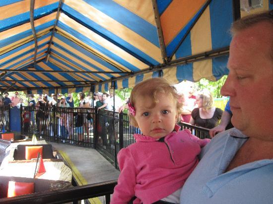 Dutch Wonderland: waiting at the log ride