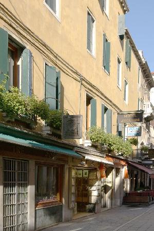 Hotel Antica Casa Carettoni : Esterno