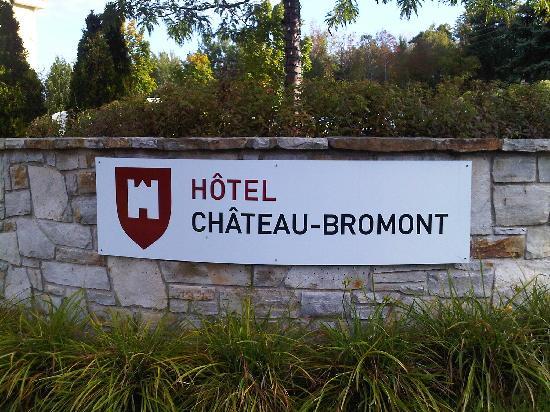 Hotel Chateau-Bromont: Entrée extérieure de l'hôtel