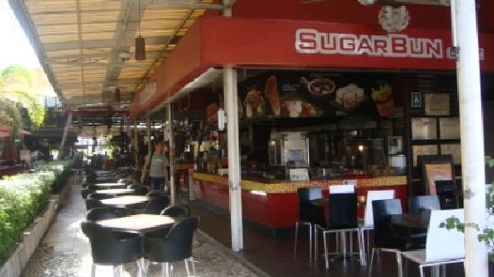D' Beach Street Lodge : Cafe nearby