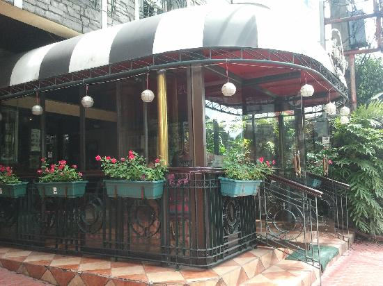 Stone House Quezon City: Charming entrance to Star Tavern (as seen from the road)