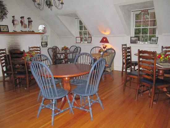 Fife & Drum Inn: Breakfast room