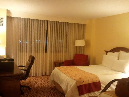 Fort Lauderdale Marriott North: Full size bed