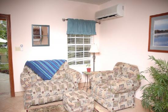 The Inn at Twin Palms: Small Living Room