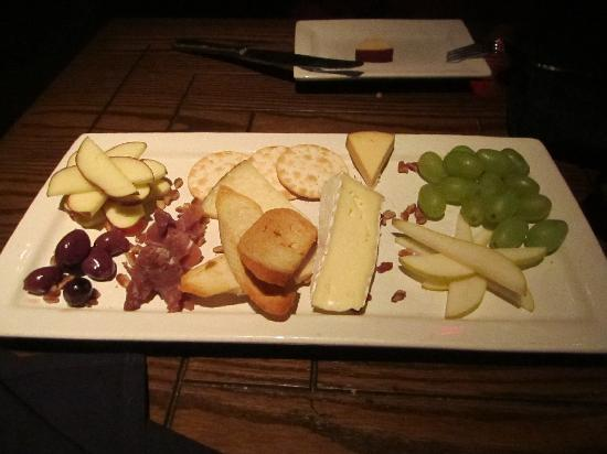 Eno Vino Wine Bar & Bistro: Cheese Plate