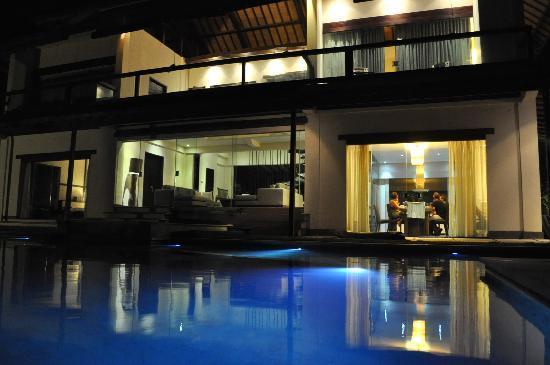 The Shore Villa: evenings at the villa
