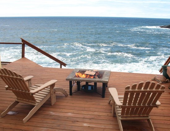 An Ocean Paradise Whales Rendezvous B&B: Sea Rose Suite Private Deck