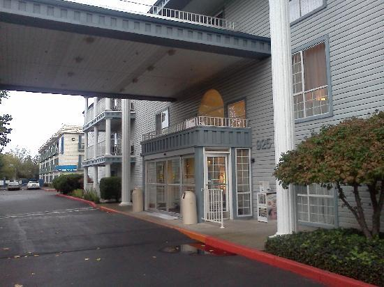 Best Western Corvallis: Front of hotel