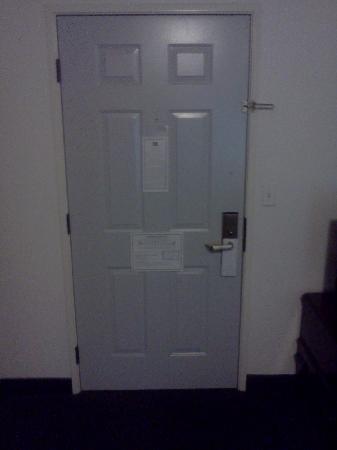Best Western Corvallis: Unpainted door interior