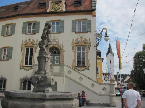 Das Rathaus: 6