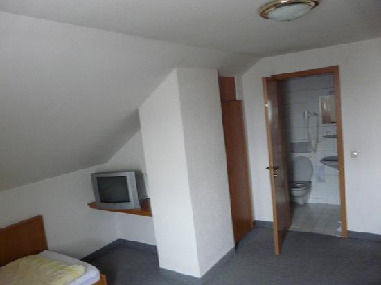 Kondrauer Hof: view to bathroom