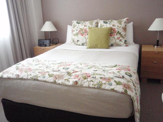 Manor Apartment Hotel: ロマンチックな寝室