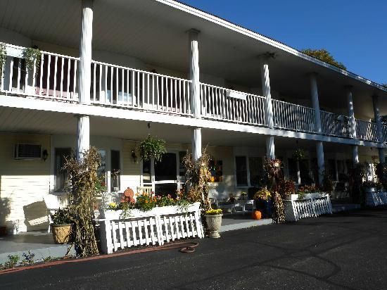 Scenic Inn of Conway : Decorated for fall