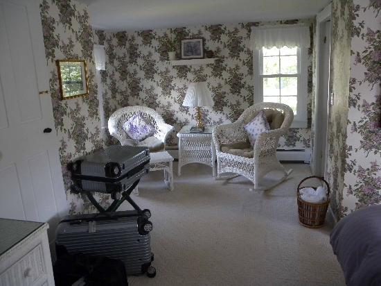 Snow Squall Bed and Breakfast: nice sitting area with rocking chair