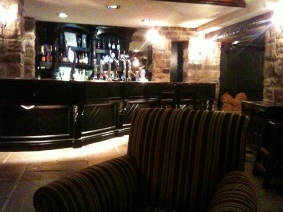 Peak Edge Hotel: red lion bar