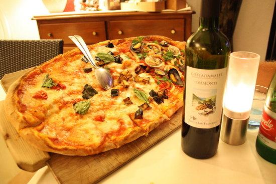 Ristorante Pizzeria Giardiniello : The Seafood Pizza