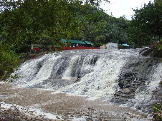 Talofofo Falls Park: タロフォフォの滝